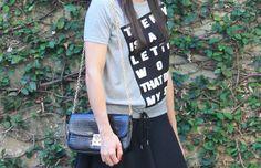 Blog Caca Dorceles. 2014. Details: Zara t-shirt + Zara skirt + Zara bag.