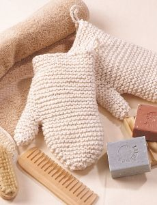 Pansy Towel Topper | Yarn | Free Knitting Patterns | Crochet Patterns | Yarnspirations