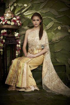 magic's съдържание - Page 28 - Eastern Spirit Thai Traditional Dress, Traditional Wedding Dresses, Traditional Outfits, Thai Wedding Dress, Thailand Wedding, Thai Dress, Beautiful Gowns, Formal Dresses, Women's Dresses