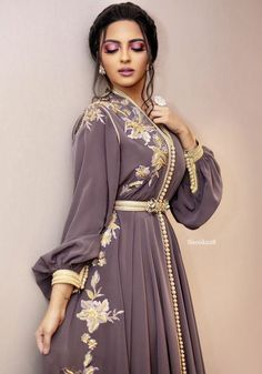 modern caftan amraoui 2019 caftan modern style for wedding or engagement – Moroccan Takchita for sale at the best price. Arab Fashion, Muslim Fashion, Look Fashion, Modesty Fashion, Ski Fashion, Lolita Fashion, Kaftan Moroccan, Morrocan Dress, Arabic Dress