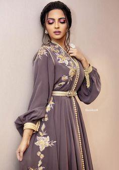 modern caftan amraoui 2019 caftan modern style for wedding or engagement – Moroccan Takchita for sale at the best price. Arab Fashion, Muslim Fashion, Look Fashion, Lolita Fashion, Kaftan Moroccan, Morrocan Dress, Arabic Dress, Abaya Style, Caftan Dress
