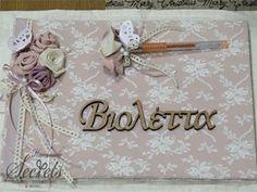 Χειροποίητο βιβλίο ευχών με δαντέλα, υφασμάτινα λουλούδια πεταλούδες και όνομα με ξύλινα γράμματα.