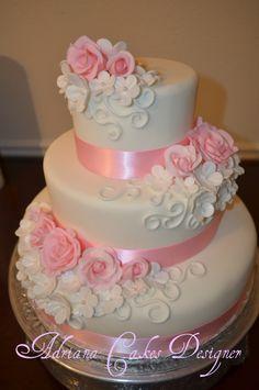 Burlap Wedding Rose And White Fondant cake , fondant roses Beautiful Wedding Cakes, Gorgeous Cakes, Pretty Cakes, Cute Cakes, Sweet 15 Cakes, Fondant Rose, White Fondant Cake, Bolo Fack, White Birthday Cakes