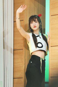 South Korean Girls, Korean Girl Groups, Kpop Hair, Gfriend Yuju, G Friend, Beautiful Asian Girls, Asian Fashion, Kpop Girls, Cheer Skirts