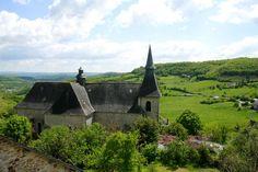 Uitzicht van de burcht van Turenne op het kerkje