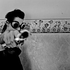 Fly, gun and wall toys ph Henry Ruggeri