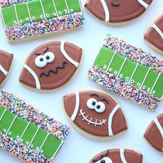 """I can't even handle the cuteness of these football cookies from @sueofmunchkinmunchies. I featured them (and over 75 other recipes!) in my Ultimate Tailgating Recipe Collection. It's like Super Bowl recipe heaven, so go check it out (link in profile, search """"ultimate tailgating)"""". . . . #superbowl #football #gameface #cookies #sugarcookies #decoratedcookies #decoratedsugarcookies #biggame #blog #blogger #bloglife #tailgate #tailgating #footballfood #superbowlsnacks #foodblogger #ontheblog"""