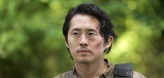 Durante semanas, os fãs de The Walking Dead ficaram discutindo se Glenn estava ou não estava morto, depois do episódio sete da mais recente temporada da série. O destino do personagem foi finalmente revelado, mas alguma perguntas ainda restam. Glenn sobreviveu deslizando por baixo de uma lixeira próxima ao lugar onde ele caiu, e matando …