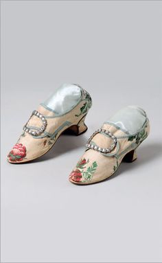 WOMEN'S SHOES OF BROCADED SILK TOBINE...  English or American (with American family history), ca. 1750s