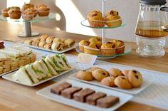 Tips voor een high tea party met sandwiches, muffins, taarten en verse muntthee #hightea #tips