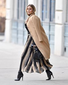 Olivia Palermo from The Big Picture: Today's Hot Pics Fashion first! The tr… Olivia Palermo from The Big Picture: Today's Hot Pics Fashion first! The trendsetter does not disappoint while out and about in Brooklyn, New York. Image Fashion, Trend Fashion, Look Fashion, Winter Fashion, Fashion Outfits, Womens Fashion, Fashion Clothes, Fashion Night, Big Fashion