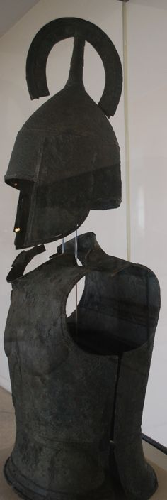 A suit of hoplite armor with belled cuirass and crested helmet of the Archaic period at the Argos Museum.