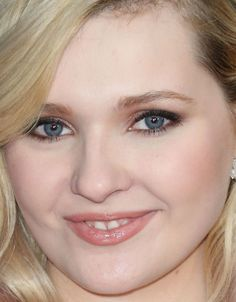 Close-up of Abigail Breslin at the 2016 Directors Guild Awards.