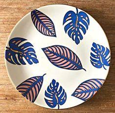Handmade Porcelain Plate - handmade mugs Hand Painted Plates, Hand Painted Ceramics, Plates On Wall, Ceramic Painting, Diy Painting, Ceramic Art, Pottery Painting Designs, Pottery Designs, Posca Art