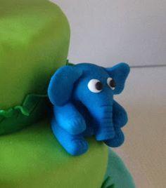 Petiscos da Sofia: Bolo de aniversário animais da selva Smurfs, Bolo Grande, Dinosaur Stuffed Animal, Toys, Animals, Fictional Characters, Art, Jungle Animals, Girl Birthday Cakes