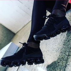 Nike vapormax Nike Exclusive, Adidas Design, Nike Air Vapormax, College Outfits, Shoe Sale, Nike Trainers, Body Armor, All Black Sneakers, Black Shoes
