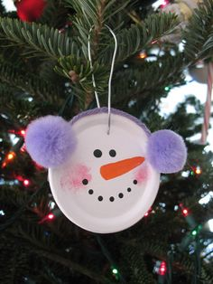 This simple snowman ornament uses the flat round lid from a canning jar and a few simple supplies. A juice can lid is great substitute for the canning jar lid if you don't have any. Simple, fun and super cute! Preschool Christmas, Christmas Crafts For Kids, Christmas Projects, Simple Christmas, Winter Christmas, Holiday Crafts, Christmas Decorations, Snowman Decorations, Christmas Ideas