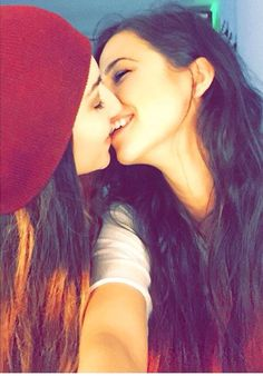 Cute Kiss Lesbians Kissing Love Only Lesbianas I Love Girls Lesbian Love Gay Couple Lgbt Girlfriends