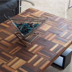 Sometimes the most innocuous piece of junk can be transormed into a beautiful decor piece for a home. Anything from old shutters and doors, to parquet flooring blocks, gets used in practical ways to create unique home decor and accent pieces. Reclaimed Parquet Flooring, Parquet Tiles, Woodworking Furniture Plans, Teds Woodworking, Home Decor Baskets, Concrete Furniture, Furniture Makeover, Furniture Refinishing, Diy Furniture