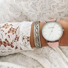 CANON ❤ l'association de la belle ⌚ Swan Amore avec la robe en dentelle blanche. 😍