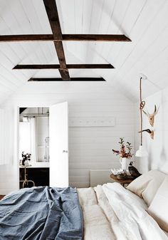 35 Chic Bedroom Designs With Exposed Wooden Beams - DigsDigs
