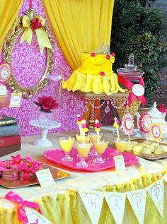 Linda Decoração de Festa Infantil Com Bolo no Estilo do Vestilo da Bela do Conto a Bela e a Fera
