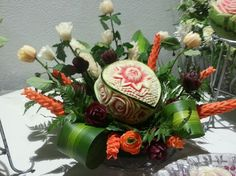 Looking for some ideas for wedding carving arrangements. See the lovely vegetable and fruit carving displays created by Saada Al -Taie for weddings. Fruit Presentation, Fruit And Vegetable Carving, Watermelon Carving, Fruit Carvings, Some Ideas, Food Design, Fruits And Vegetables, Food Art, Floral Wreath