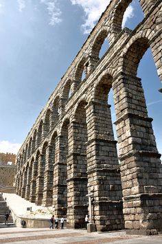 The amazing Roman aqueduct in Segovia has to be seen to be believed. Dream Vacations, Vacation Spots, The Places Youll Go, Places To See, Spain And Portugal, Ancient Architecture, Spain Travel, Travel Around, Places To Travel