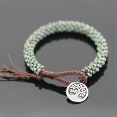 Kumihimo jewelry Beaded Kumihimo Bracelet Tutorial How Mothers Can And Should Really Enjoy A Hot Bub Bracelets Diy, Beaded Bracelets Tutorial, Necklace Tutorial, Crochet Beaded Bracelets, Wire Crochet, Ornament Tutorial, Earring Tutorial, Colorful Bracelets, Crochet Bracelet Tutorial