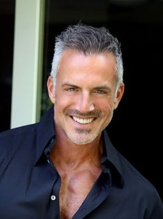 Dino Hillas---yes this is what older men should look like! Older Mens Hairstyles, Haircuts For Men, Latest Hairstyles, Silver Foxes Men, Grey Hair Men, Gray Hair, Beard Styles, Hair Styles, Mode Man