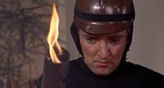 """""""Fahrenheit 451"""" (1966). Otra visión de un futuro totalitario donde la tarea de los bomberos ya no es la de apagar incendios (las casas de ese momento no son inflamables) sino la de quemar libros."""