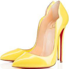 Scarpin Amarelo.   Scarpin Amarillo.   Yellow Pumps.   Louboutin