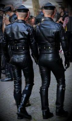 Leder, Skins, Treckies, Only for adults 18 plus. Nur für Erwachsene 18 plus. Seulement 18 plus. All pics are from the net. Leather Fashion, Leather Men, Leather Boots, Black Leather, Mens Fashion, Leather Jackets, Leder Outfits, Motorcycle Leather, Athletic Men