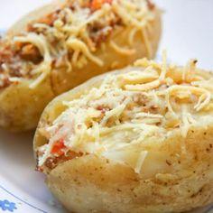 Receita de Batata Recheada com Carne Moída e Queijo Ralado - 2 unidades de batata cozidas, 1 colher (sobremesa) de orégano seco, 1 colher (sopa) de margarin...