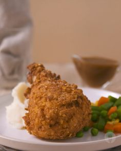 Southern inspired crispy fried chicken served with veggies, mashed potato and gravy. The ultimate comfort food! Best Fried Chicken Recipe, Crispy Fried Chicken, Chicken Recipes Video, Pollo Kfc, Cooking Recipes, Healthy Recipes, Ketogenic Recipes, Southern Recipes, Food Videos