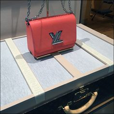 Classic valises are often seen as props for classy merchandising. But in this case Louis Vuitton® merely flipped open the suitcase to create a platform and background as a stage for a single… Visual Merchandising, Suitcase, Trunks, Stage, Presentation, Platform, Louis Vuitton, Retail, Classy
