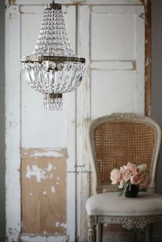 A dainty empire chandelier obsession - French Country Cottage French Country Farmhouse, French Country Style, Farmhouse Décor, French Decor, French Country Decorating, Shabby Chic Decor, Vintage Decor, Country Furniture, Decoration