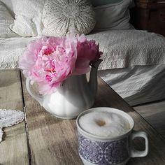 Napsütés vártalak! #morningsun #coffee #butfirstcoffee #zsolnay #peony #whitedeco Peony, Vase, Photo And Video, Coffee, Instagram, Home Decor, Kaffee, Decoration Home, Room Decor