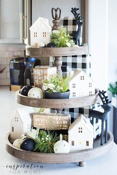 Discover how to easily decorate a farmhouse tray for Christmas in a few simple steps. Discover how to easily decorate a farmhouse tray for Christmas in a few simple steps. Christmas Home, Christmas Crafts, Christmas Decorations, Primitive Decorations, Christmas Vacation, Decoration Table, Tray Decor, Cheap Home Decor, Diy Home Decor