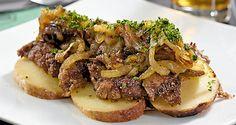 """Opskrift: Kartoffelmadden er en dansk frokostklassiker, og her pepper Ida Davidsen den op med en """"røget"""" detalje"""