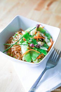 Thai Ginger and Garlic Noodle Bowl {V + GF} | VanillaAndBean.com