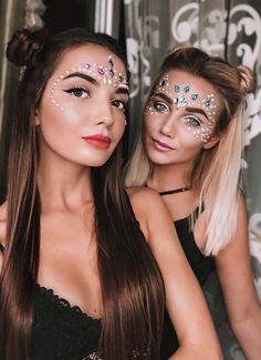 Glitter carnaval, make carnaval, rave hair, tinkerbell makeup, festival loo Music Festival Makeup, Festival Makeup Glitter, Music Festival Outfits, Festival Fashion, Festival Looks, Festival Make Up, Coachella Make-up, Make Carnaval, Rave Makeup