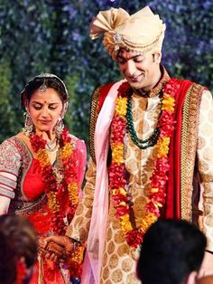 Here are some candid, unseen moments captured from the star studded wedding ceremony of Ahana Deol. - Page 17 Indian Wedding Couple, Wedding Couples, Indian Weddings, Indian Pictures, Rare Pictures, Celebrity Couples, Celebrity Weddings, Garland Wedding, Wedding Ceremony