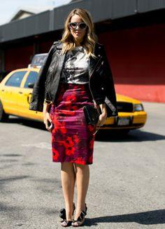 falda floreada con chaqueta negra