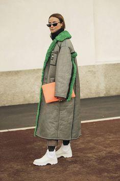 Уличный стиль: фото с Недели моды в Милане, часть 1 | Мода | STREETSTYLE | VOGUE Work Fashion, Modest Fashion, Trendy Fashion, Womens Fashion, Fashion Design, Street Chic, Street Style, Chic Outfits, Fashion Outfits