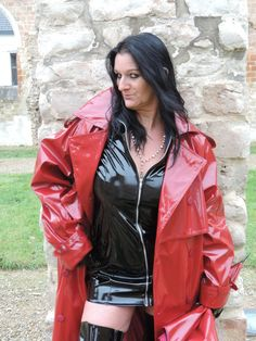 Rain Fashion, 70s Fashion, Womens Fashion, Red Raincoat, Vinyl Raincoat, High Leather Boots, Leather Jacket, Imper Pvc, Skirts With Boots