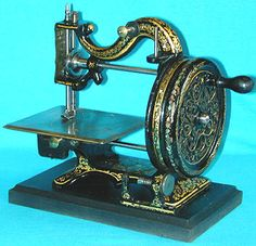"""❤✄◡ً✄❤ Sold by UK-based dealer Collier, this stunningly decorated serpentine form shuttle machine is a joy to behold. The Ipswich firm of Whight & Mann sold a machine of identical form which was named """"The Princess"""". Circa 1870. - http://www.dincum.com/library/lib_collier_serpentine2.html"""