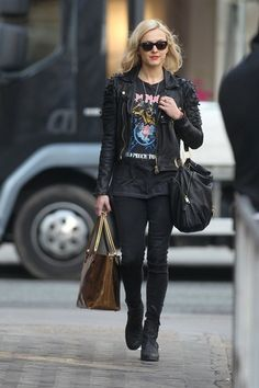 Fearne Cotton Photo - Fearne Cotton Out in London. Rock Outfits, Edgy Outfits, Fashion Outfits, Band Tee Outfits, Estilo Rock, Rock Chick Style, Moda Rock, Henna Designs, Biker Look