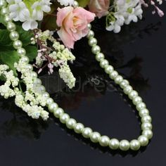 Fashion green pearl necklace