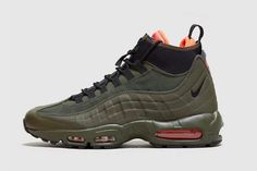 The Nike Air Max 95 Sneakerboot Rocks Olive Green This Fall Nike Shoes Cheap, Nike Free Shoes, Nike Air Jordans, Nike Air Max, Clarks Shoes Mens, Nike Waffle Racer, Air Max Sneakers, Sneakers Nike, Baskets